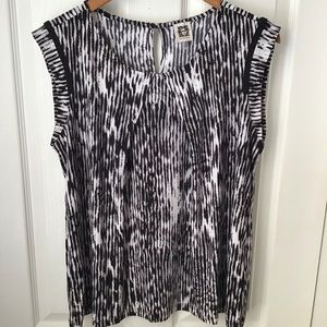 ANNE KLEIN: Black/white sleeveless dressy top L